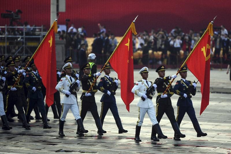 Piazza-Tienanmen-militari-cinesi