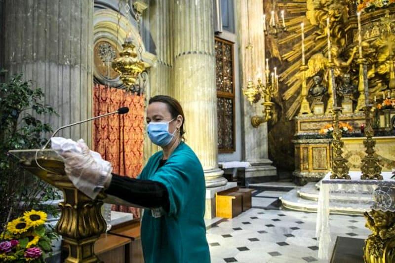 covid pulizia nelle chiese