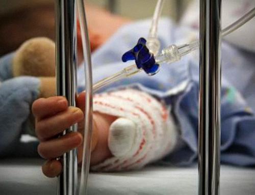 Un bambino di cinque mesi è tragicamente morto dopo essersi ammalato gravemente poche ore dopo che sua madre aveva ricevuto una dose del vaccino sperimentale Pfizer / BioNTech Covid.
