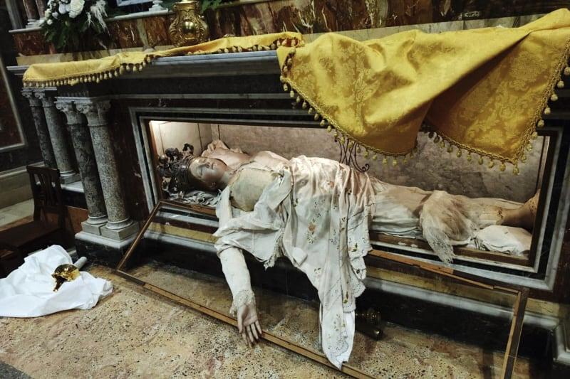 Caltanisetta, chiesa di SantAgata profanata