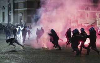 Disordini per locdown a Roma 25 10 2020