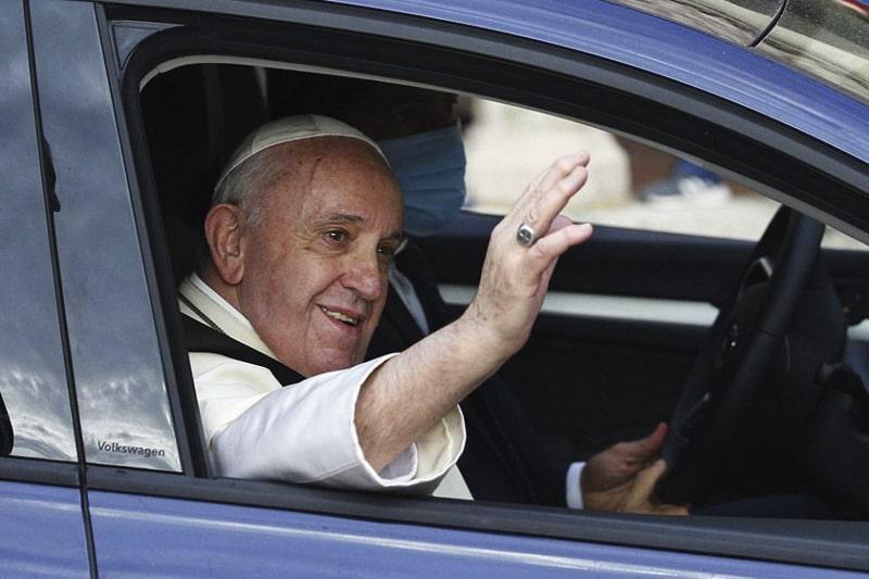 Papa-Francesco-nellauto