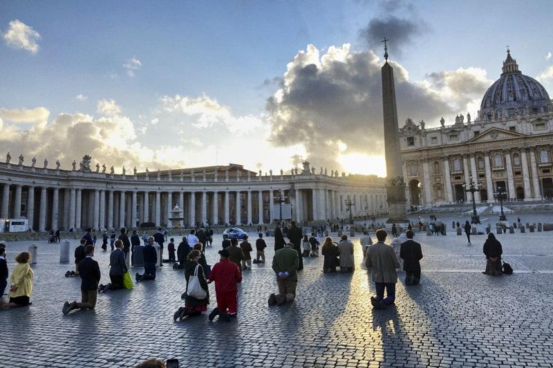 Preghiera-piazza-San-Pietro-per-chiarezza-su-parole-di-Papa-Francesco-su-unioni-civili