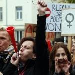 La furia dei militanti abortisti si abbatte sulla Polonia dopo la sentenza a favore della vita