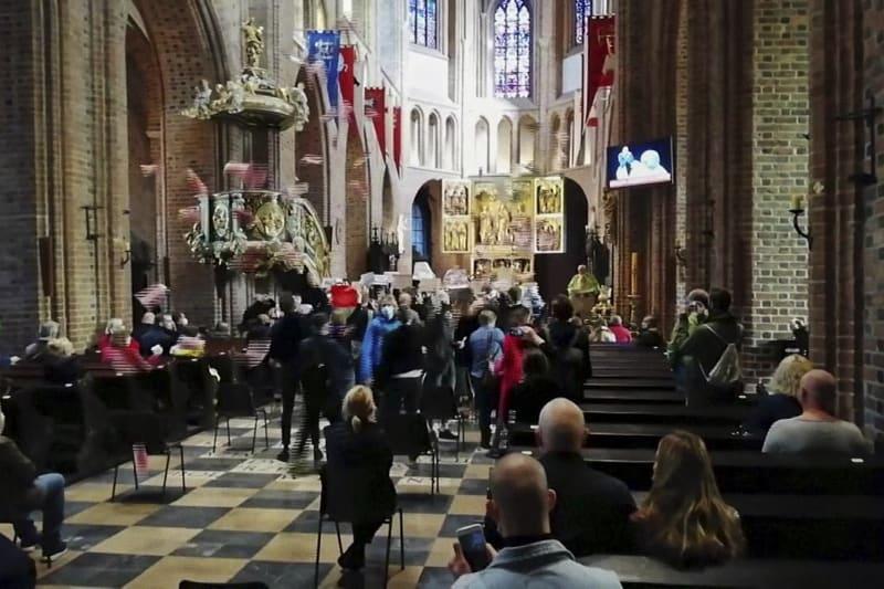 Polonia: Donne irrompono in chiesa mentre il sacerdote celebra la messa per protestare a favore del Diritto all'aborto