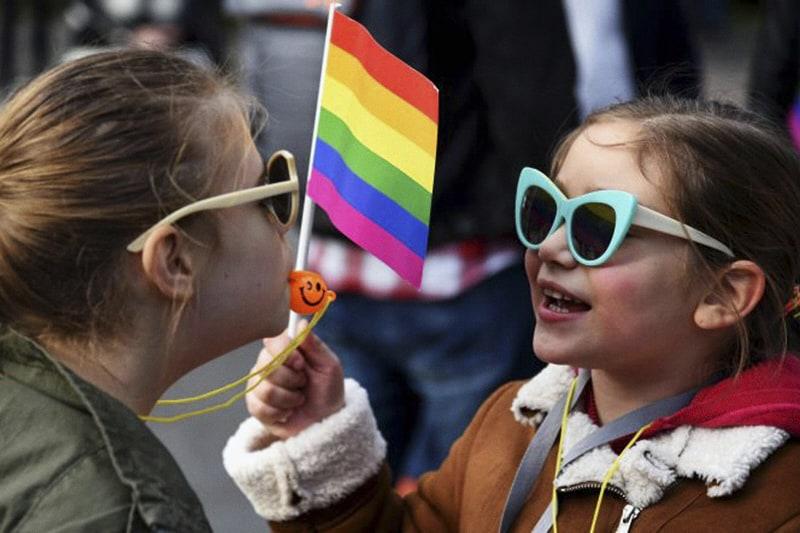 gay-pride-bambini-ansa