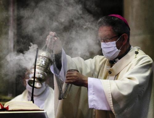 Per le chiese cattoliche che seguono queste linee guida, nessun focolaio di COVID-19 è stato collegato alla frequenza in chiesa