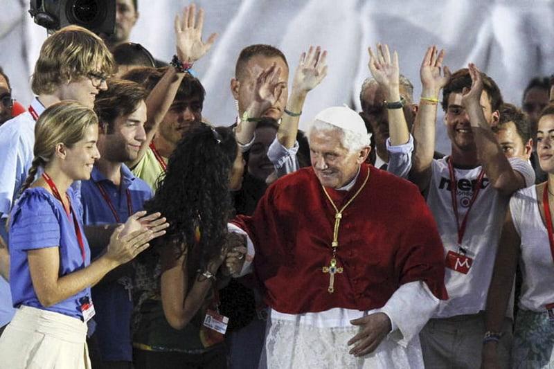 Benedetto-XVI-con-i giovani