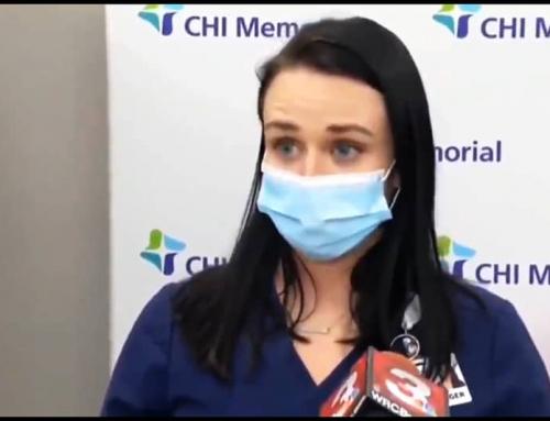 Una infermiera sviene in diretta TV dopo una iniezione di vaccino anti COVID.