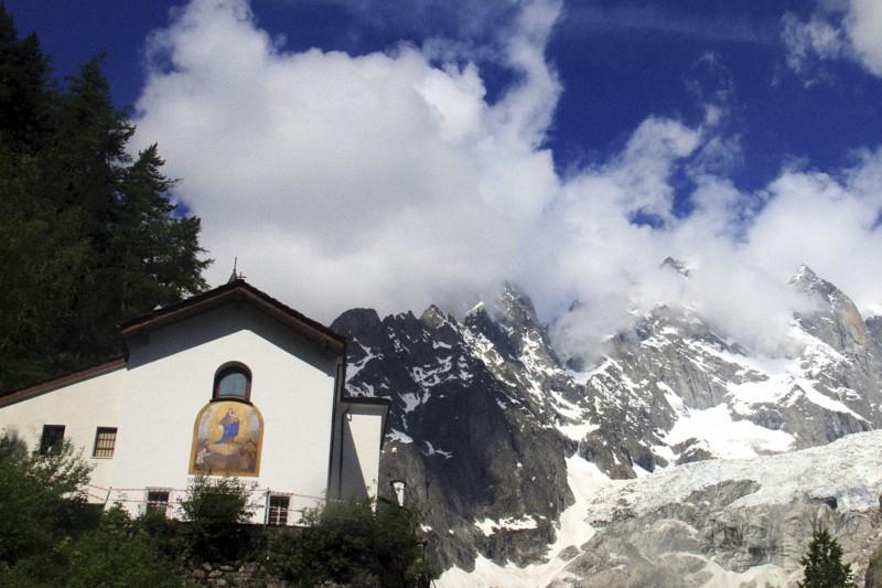 Santuario di Notre Dame de la Guerison, sotto il monte Bianco