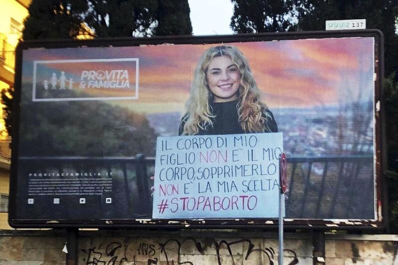 ProVita e famiglia, cartellone contro l'aborto apparso a Bari nel mese di febbraio 2021.