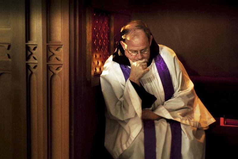 confessione confessionale sacerdote