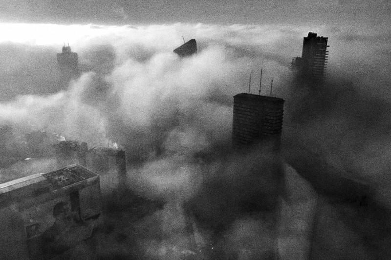 grattacieli nella nebbia
