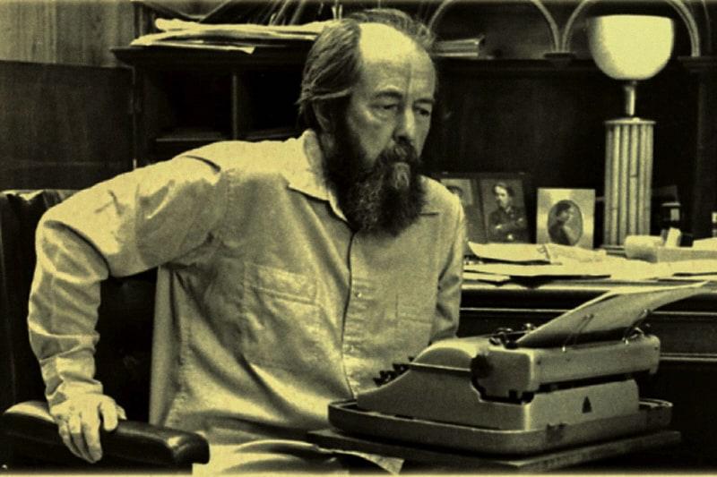 ALEKSANDR SOLZENICYN scrittore, filosofo, storico e drammaturgo e dissidente russo.