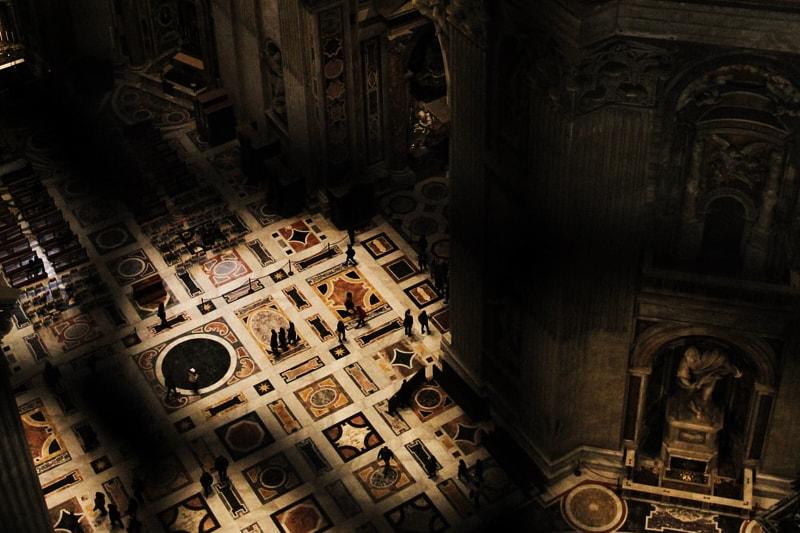 Basilica di San Pietro, interno ((Image: Anton Scherbakov/Unsplash.com))