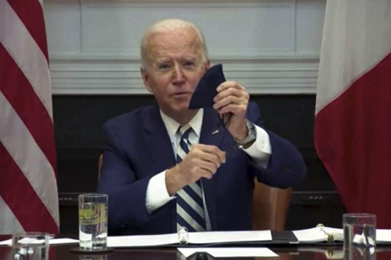 Il presidente Biden mostra il suo rosario Credit: The White House/YouTube