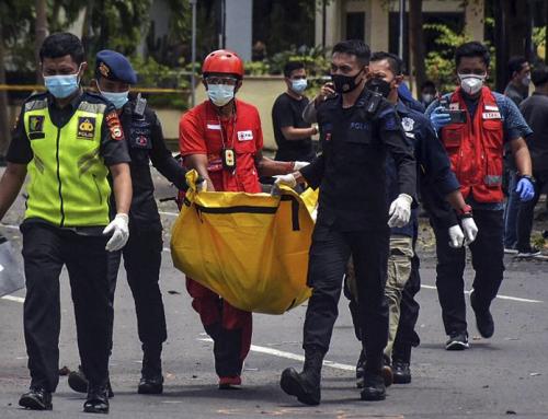 Attentato della Domenica delle Palme nella cattedrale in Indonesia ferisce i cattolici che lasciano la messa