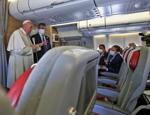 """Il Papa dice che non ha paura di essere chiamato """"eretico"""" per la sua apertura all'Islam"""