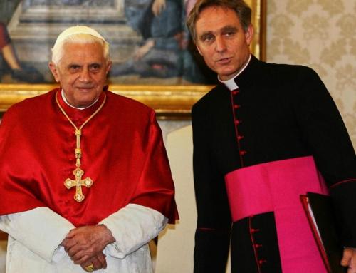 """Il segretario privato di Benedetto XVI dice che è """"inappropriato"""" classificare i papi"""