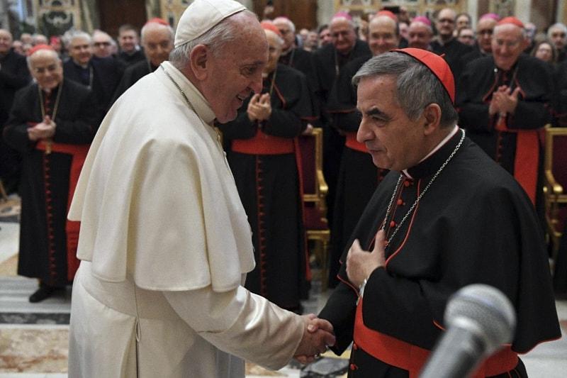 Papa Francesco e il card. Angelo Becciu (Vatican media)