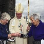 Vescovo cattolico irlandese prende le distanze dal divieto del Vaticano sulle benedizioni per lo stesso sesso