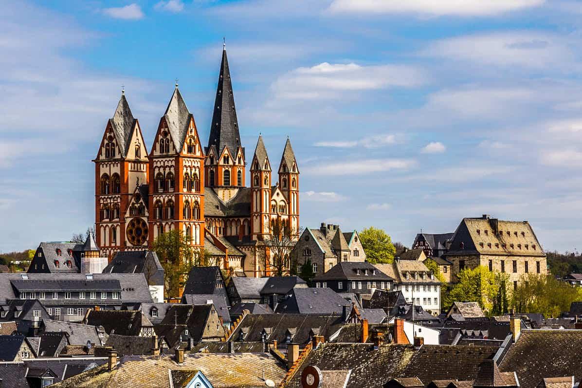 Cattedrale cattolica di Limburg in Hesse - Germania (foto Wikipedia )