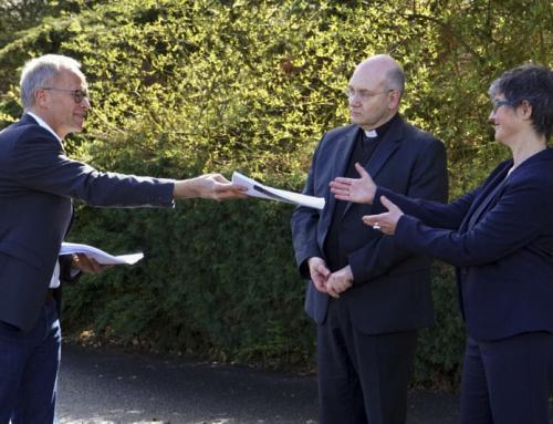L'incombente minaccia di un atto scismatico basato su un'eresia della Chiesa tedesca.