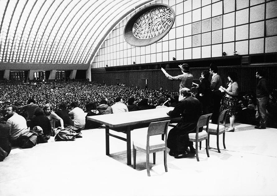 Giussani nell'Aula Nervi - marzo '75- Città del Vaticano
