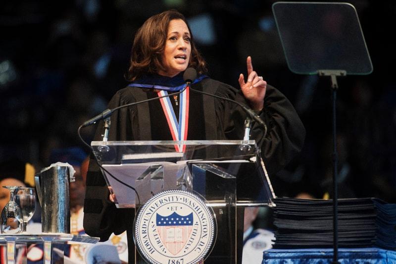 Kamala Harris alla Howard University dove si è laureata