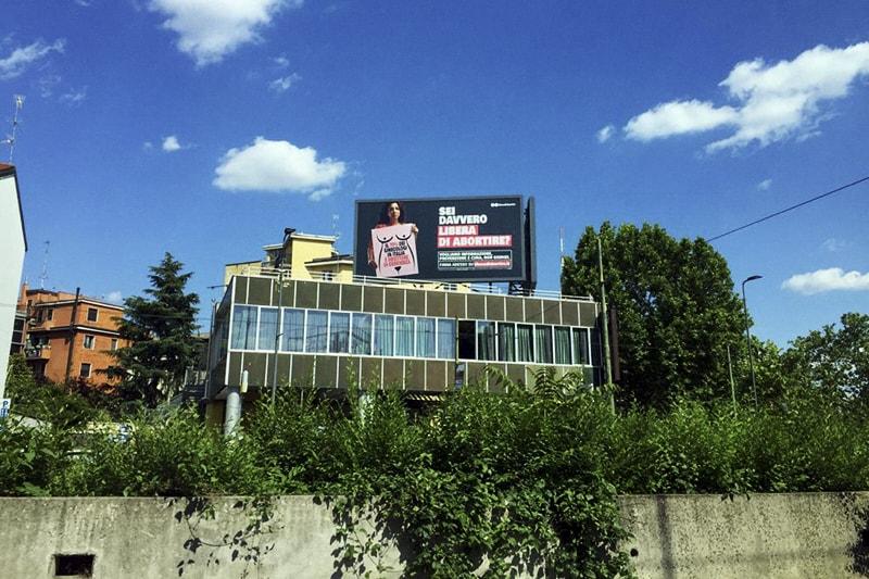 Pubblicità a favore dell'aborto, Milano, via Zavattari