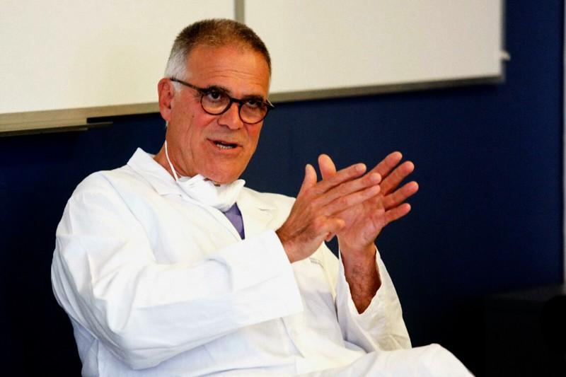 Prof. Alberto Zangrillo, primario dell'Unità Operativa di Anestesia e Rianimazione Generale e Cardio-Toraco-Vascolare, Referente Direzionale Aree Cliniche dell'IRCCS Ospedale San Raffaele di Milano