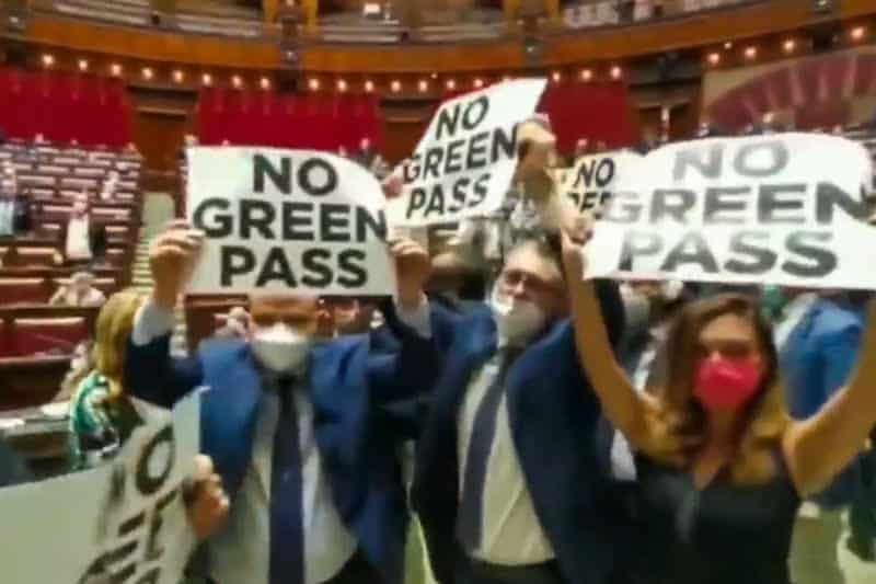 Alla Camera manifestazione: No green pass! No green pass! No green pass!