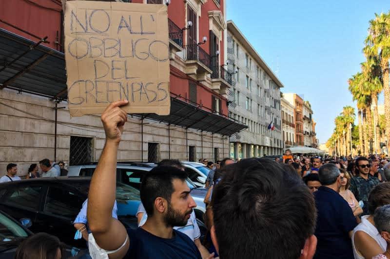 """Manifestazione """"No green pass"""" -Bari-24 luglio 2021"""