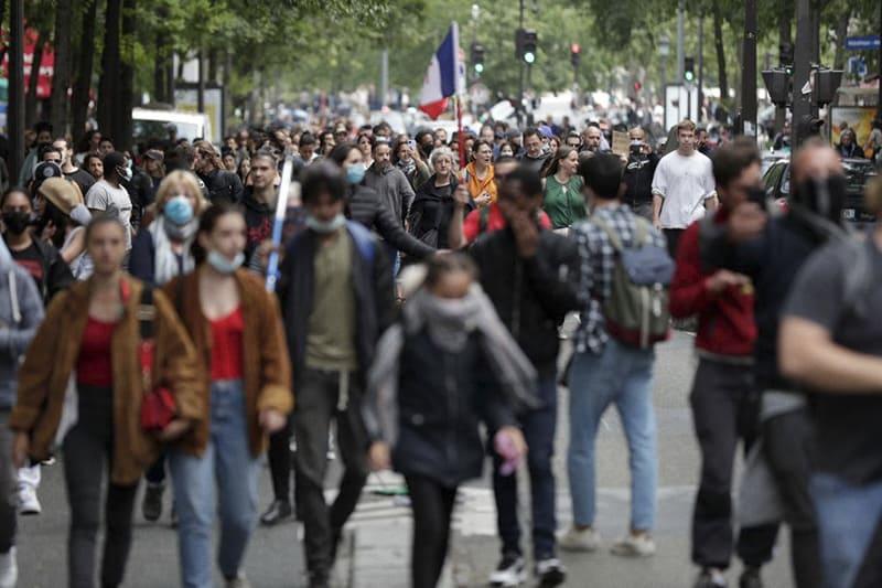Protesta contro il pass imposto da Macron, Parigi, (Photo by GEOFFROY VAN DER HASSELT / AFP) (Photo by GEOFFROY VAN DER HASSELT/AFP via Getty Images)