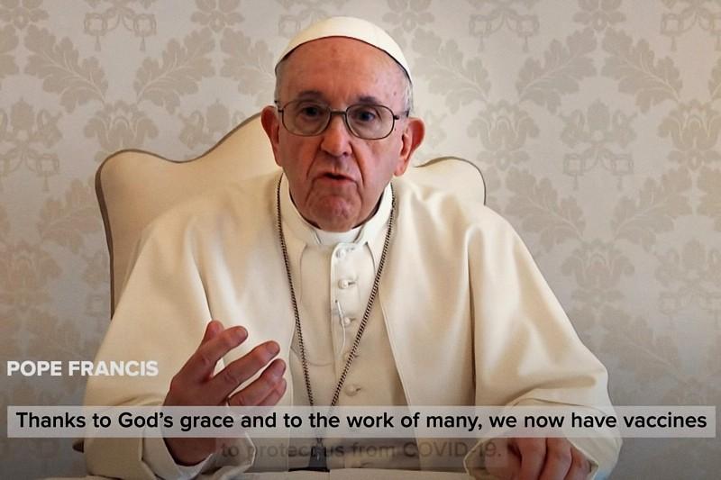 Papa Francesco spot vaccini atto di amore