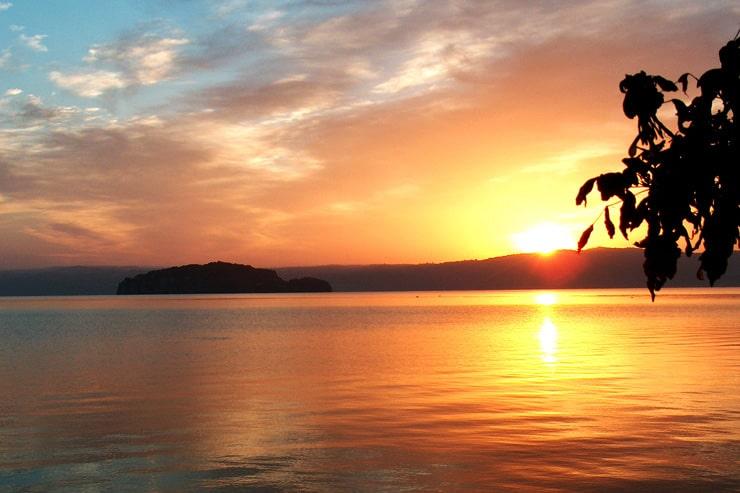 lago tramonto