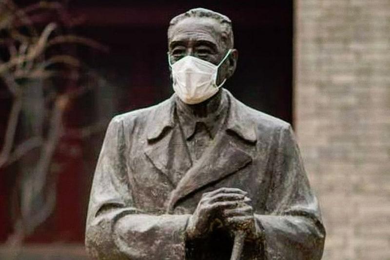 statua mascherina covid