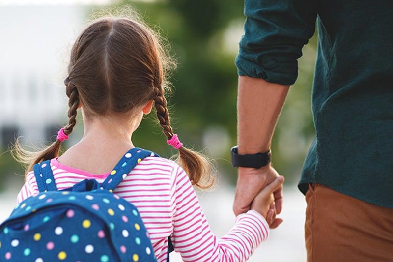 scuola-accompagnamento-bambina-mamma
