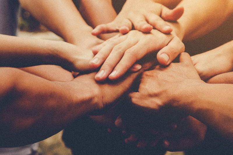 solidarietà unione mani