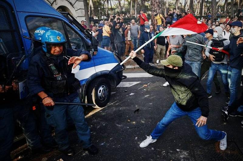 Manifestazione-No-green-pass-Disordini-a-Roma-09-10-2021