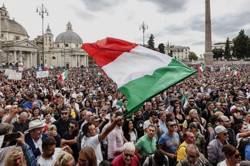 Manifestazione No green pass a Piazza del popolo a Roma 09 10 2021