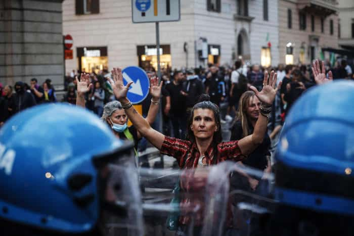 Manifestazione No Green pass a Roma il 09 10 2021 ANSA/GIUSEPPE LAMI