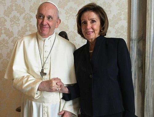 Papa Francesco, Nancy Pelosi, l'accesa sostenitrice dell'aborto su richiesta, e i vescovi americani
